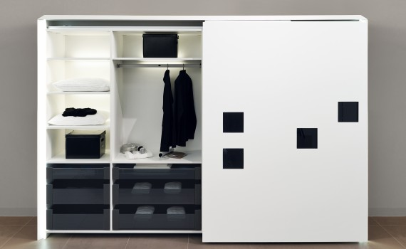 InLine XL jest systemem do drzwi  przesuwnych klasy premium, które  po zamknięciu tworzą jedną płaszczy-znę. Fot. Hettich