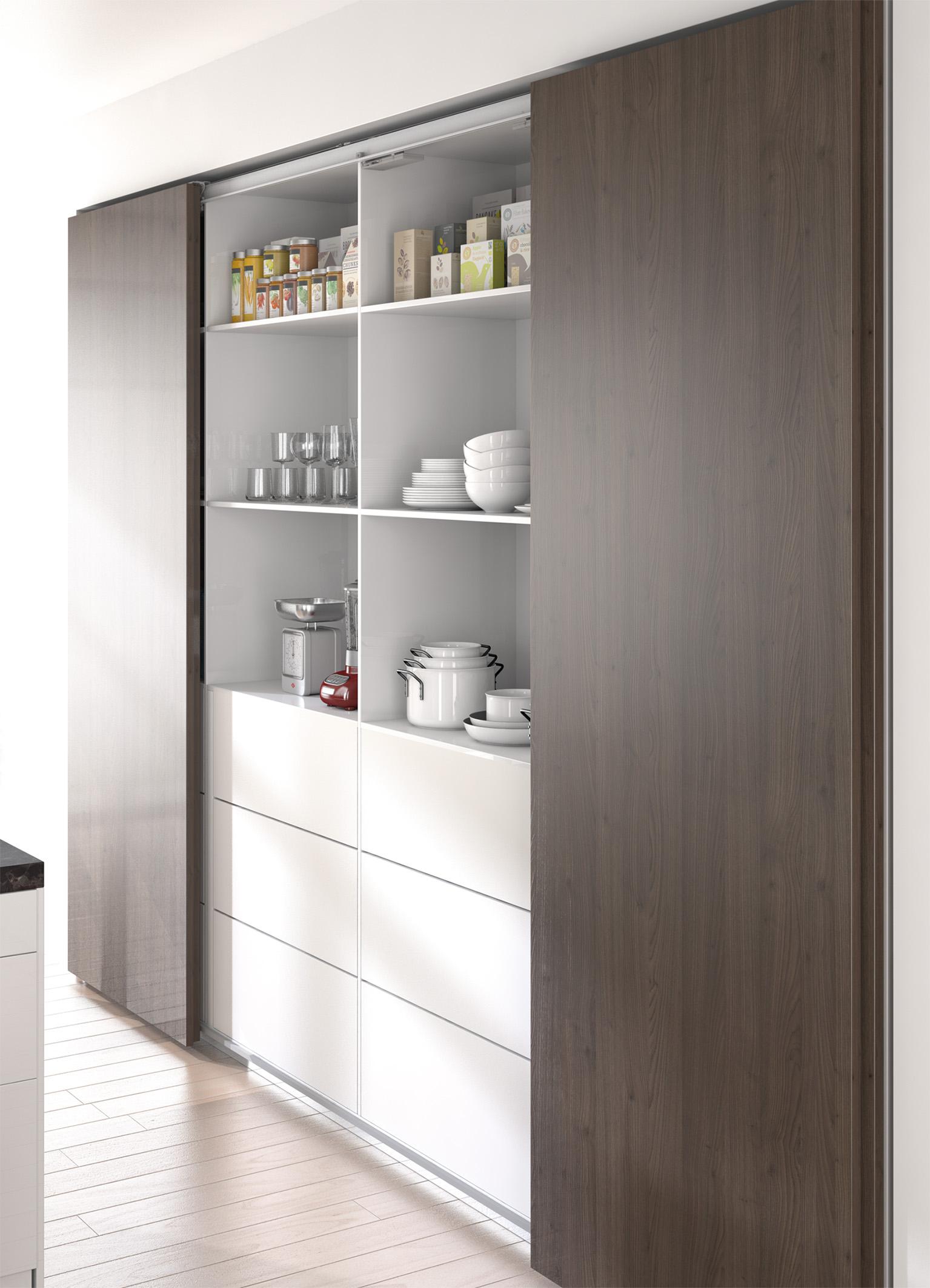Zsynchronizowane otwieranie centralnych drzwi w celu zapewnienia szybkiego dostępu do środkowej części szafy. Zdjęcie: Hettich
