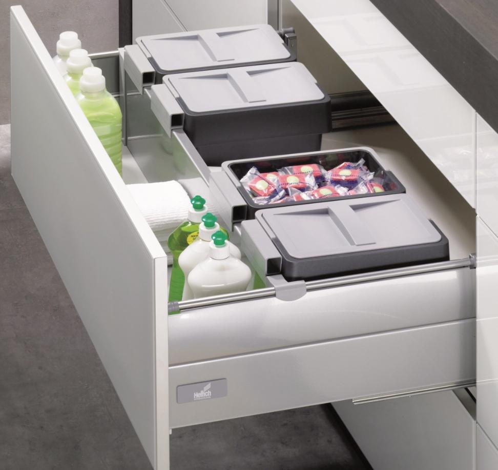 Specjalna szuflada InnoTech z OrgaFlex pozwala na efektywne wykorzystanie wolnej przestrzeni pod zlewozmywakiem. Fot. Hettich