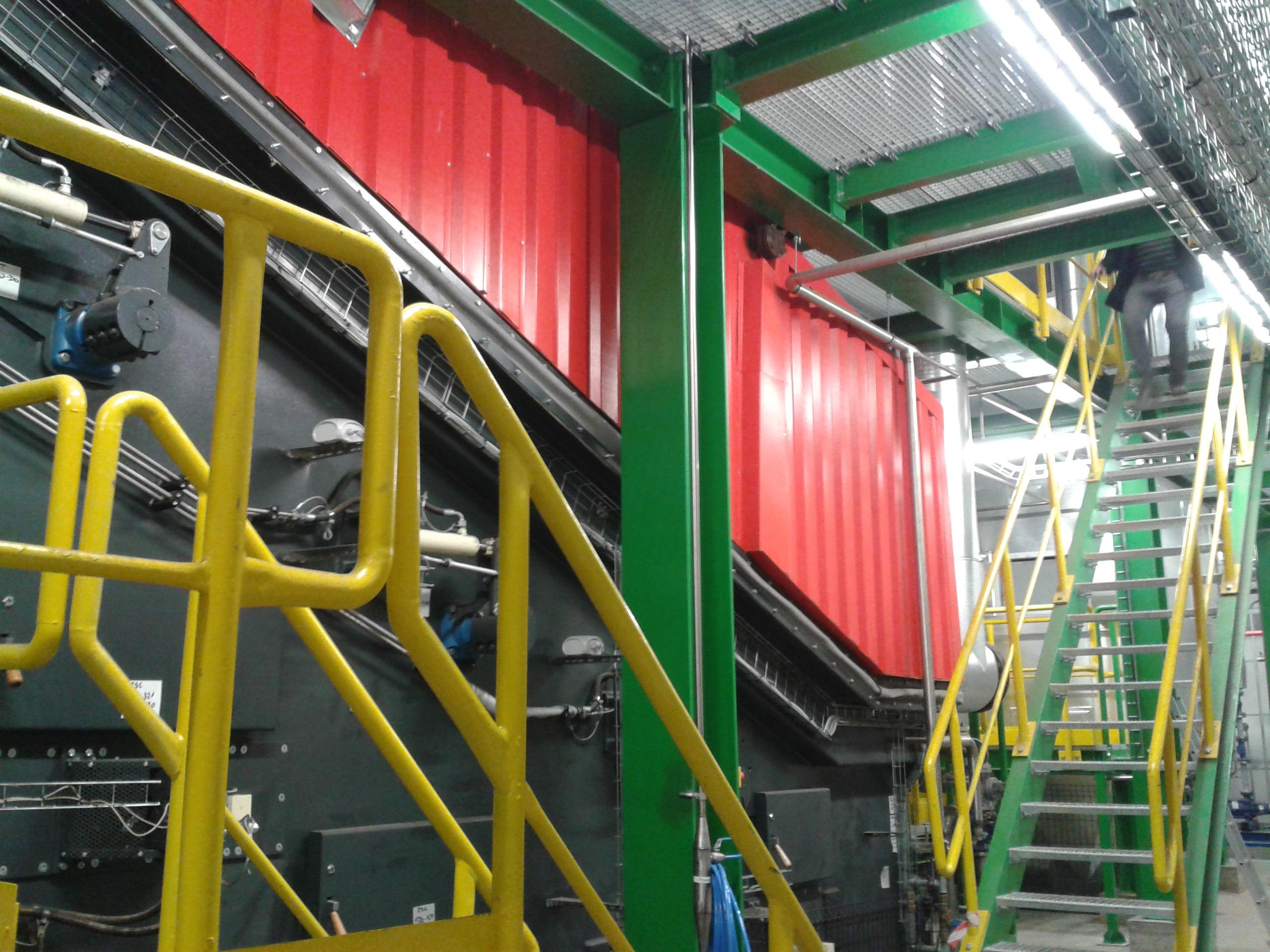 Nowa kotłownia nie tylko pozwoli dostarczyć do zakładu niezbędną energię cieplną, ale wykorzystać w efektywny sposób odpady poprodukcyjne. Fot. Steico