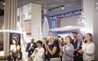 Goście i finaliści zgroma-dzeni w warszawskim sa-lonie firmowym Halupczok Kuchnie i Wnętrza pod-czas finału konkursu, który odbył się 8 grudnia 2015 roku. Fot. Hettich