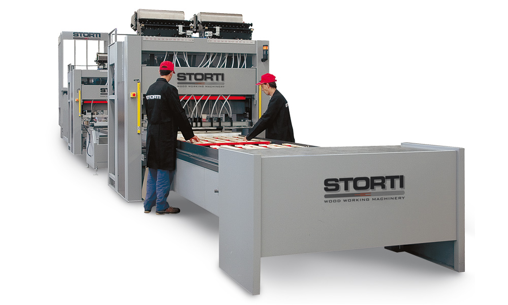 Zbijarka STORTI o modelu GSI 170, która jest na tyle uniwersalna, że można produkować na niej zarówno palety typu EUR/EPAL jak i CHEP czy BPR. Fot. STORTI