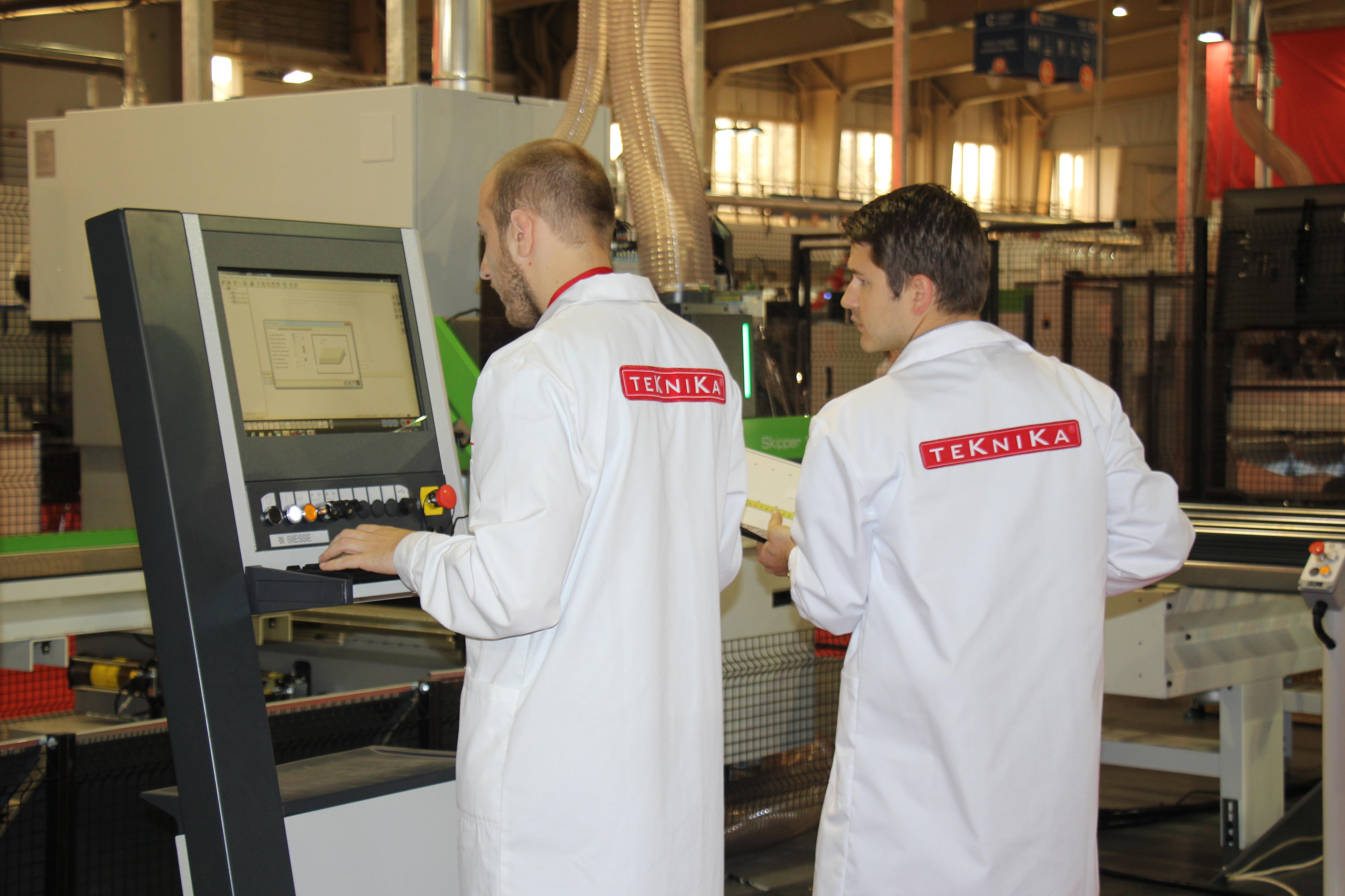 Programowanie prac maszyny, wprowadzanie programów obróbczych ? tego będą mogli nauczyć się stażyści w firmie TEKNIKA. fot. TEKNIKA