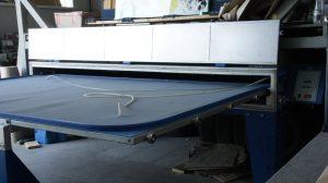 Szkło-Lux wyspecjalizował się m.in. w produkcji paneli szklanych montowanych nad blatem kuchennym. Wymusiło to oczywiście inwestycje w piec do laminacji szkła Pujol. fot. MEKANIKA