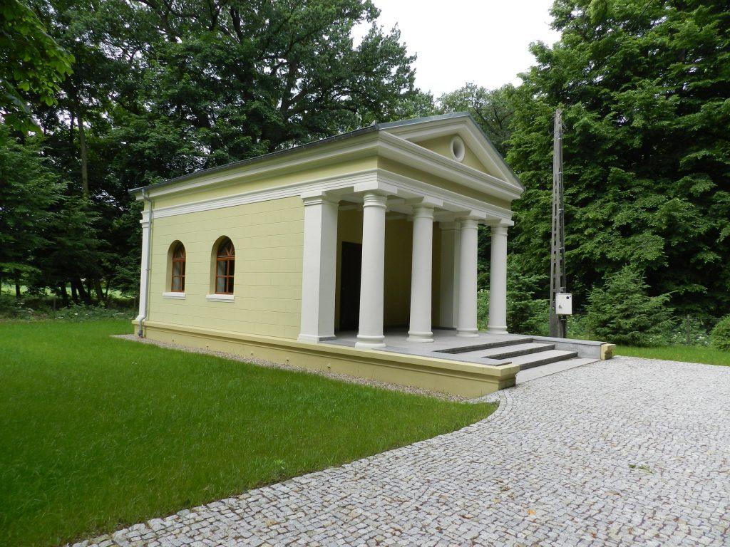 fot. 3 Renowacja Świątyni Greckiej w Potulicach z początku XIX wieku to jedno z wielu wyzwań, jakich podjęła się firma Granit.