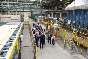 W Czarnej Wodzie powstała kolejna hala fabryczna STEICO z liniami do wytwarzania płyt LVL oraz linią do produkcji elementów konstrukcyjnych z drewna o dużych przekrojach. Fot. Forestor