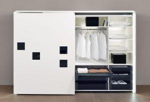 W systemie InLine XL, po otwarciu szafy jeden front chowa się za drugim po-zwalając swobodnie wysuwać szuflady wewnętrzne. Fot. Hettich
