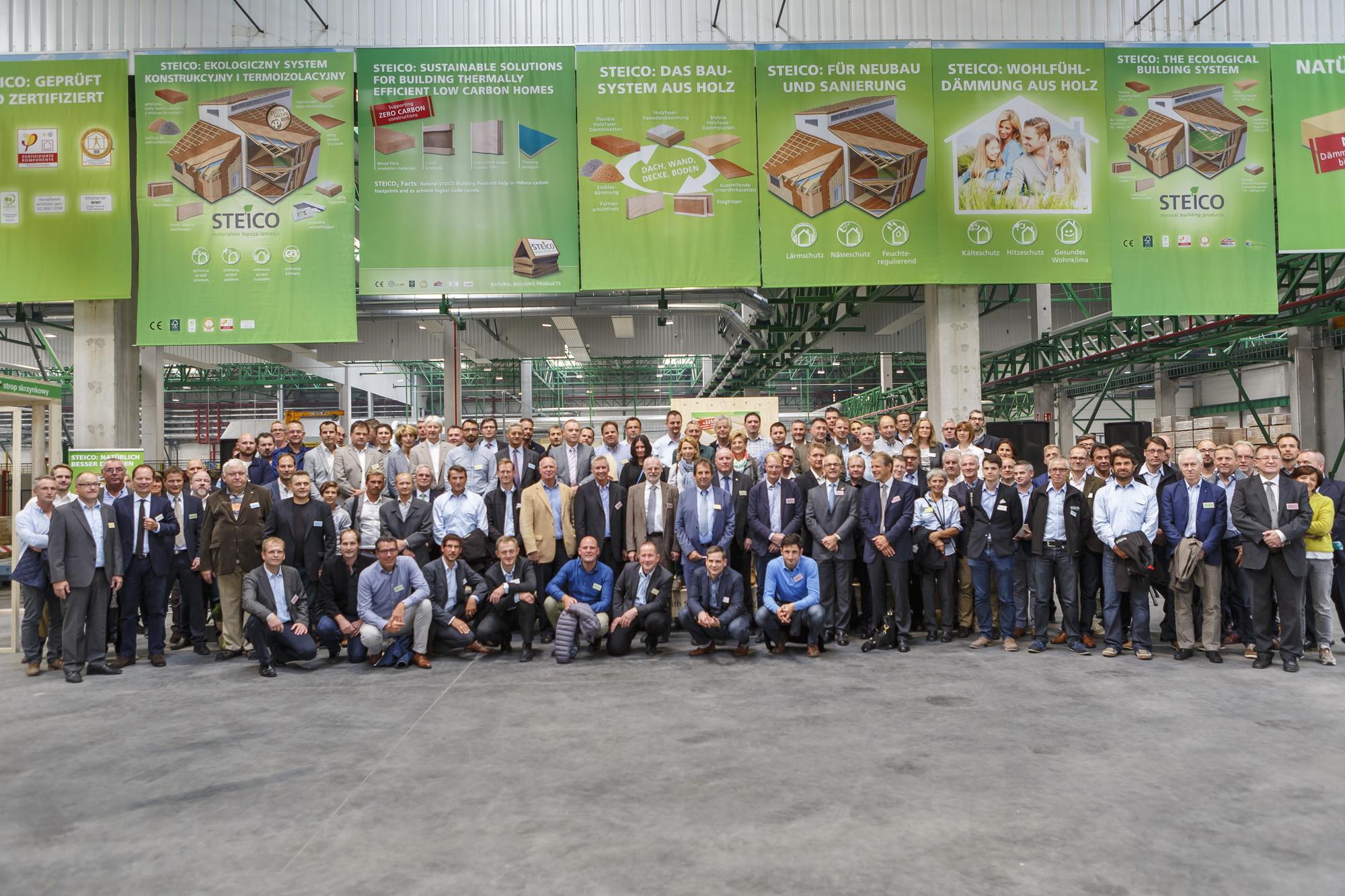Do fabryki w Czarnej Wodzie przyjechało blisko 100 gości z całego świata. Fot. Paweł Winiarski