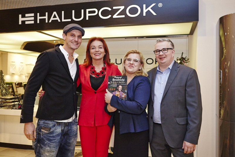 Adrian i Karina Halup-czok (od prawej) w to-warzystwie Pascala Brodnickiego (od le-wej). Fot. Hettich