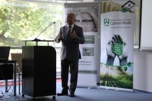 Prof. Henryk Mruk z Uniwersytetu Ekonomicznego w Poznaniu podpowiadał, jak zbudować silną i cenioną markę budownictwa drewnianego. Fot. Forestor