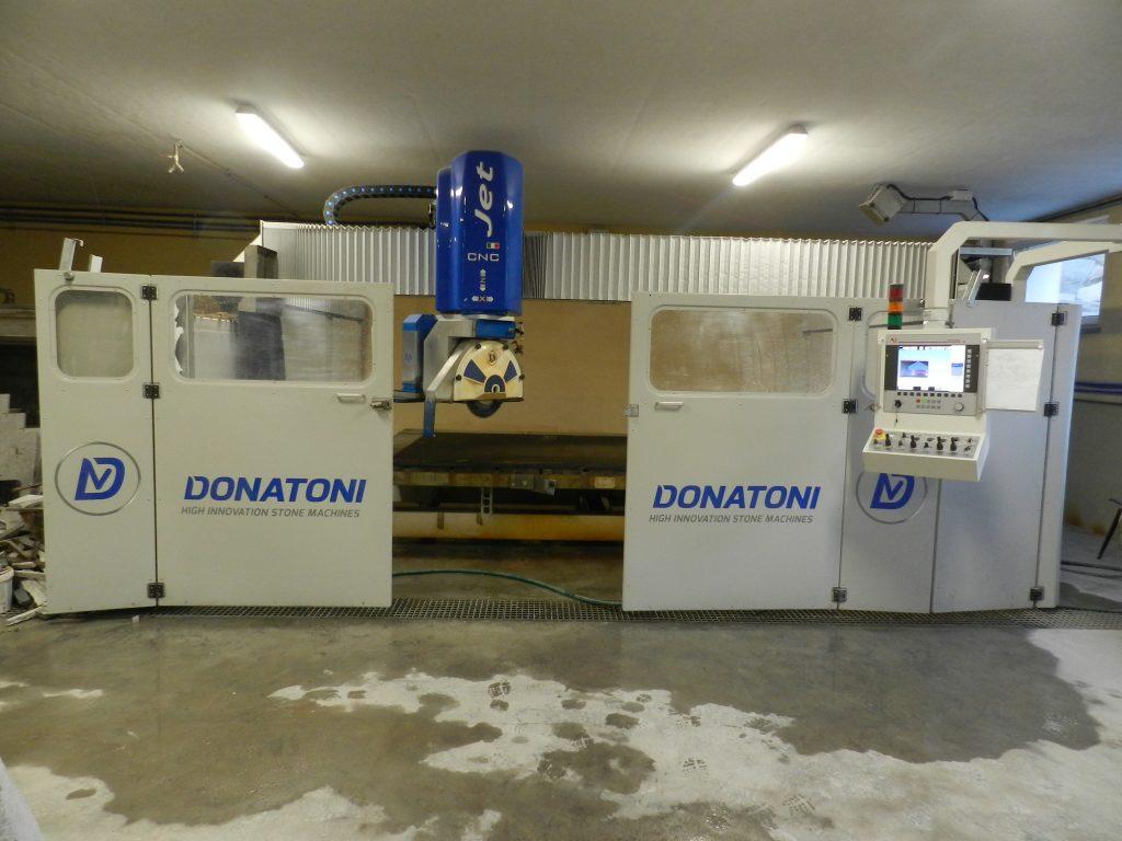 fot. 1 Samonośna konstrukcja monoblokowa maszyny Donatonii JET 625, umożliwi jej późniejsze przeniesienie do nowej hali produkcyjnej firmy Granit w Czarnkowie.