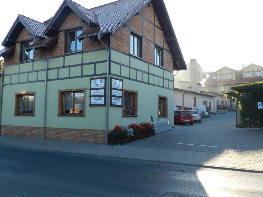 fot. 2 Granit, z siedzibą w Czarnkowie, to nie tylko zakład kamieniarski, ale również firma świadcząca usługi budowlane oraz pogrzebowe.