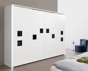 Design szafy nie zawsze przewiduje uchwyty meblowe, co w przypadku systemu InLine XL nie stanowi najmniejszego problemu. Fot. Hettich