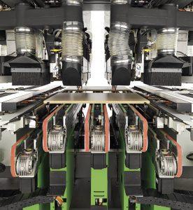 FTT R8 obrabia płyty o grubości od 12 do 60 mm, zarówno wiórowe, MDF, jak i sklejki. Fot. TEKNIKA