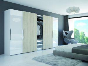 W dobrze zaprojektowanej szafie znajdzie się miejsce na ubrania, buty czy bieliznę i bez obaw zaprezentujemy jej wnętrze. Fot. Hettich