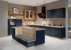 Przejrzyste witryny szklane nadają zabudowie kuchennej z linii KAMmoduł Premium bardziej dekoracyjnego charakteru. Za szklanym frontem można wyeksponować ozdobne naczynia czy pamiątkowy serwis rodzinny. Fot. KAM