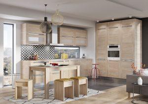 Nawet minimalistyczne, zgeometryzowane moduły mebli można ocieplić dekorami drewna, dzięki czemu wnętrze nabierze przytulnego charakteru. Fot. KAM