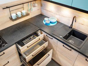 W systemie KAMplus wszystko jest starannie przemyślane. Mamy dużą swobodę aranżacji zabudowy kuchennej, ponieważ możemy zdecydować o ilości, wysokości poszczególnych modułów i układzie szuflad, który będzie dostosowany do preferencji użytkownika oraz wymogów pomieszczenia. Fot. KAM