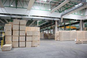 W drewnie zawartym w produktach STEICO wytworzonych w ciągu roku zmagazynowane zostało ponad dwa razy więcej CO2, niż wyemitowano podczas ich produkcji.