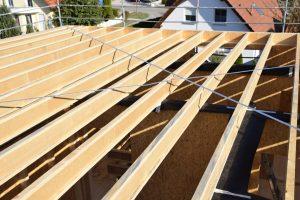 Belka dwuteowa STEICOjoist jest idealnym rozwiązaniem w miejscach występowania silnych naprężeń zginających, jak np. belki stropowe i krokwie. Fot. STEICO